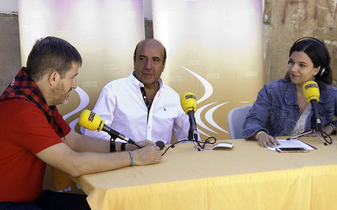 Ignacio Urquizu, Rafael Mateo y Alicia Martín en 'A vivir Bajo Aragon'./ Ayuntamiento de Alcañiz