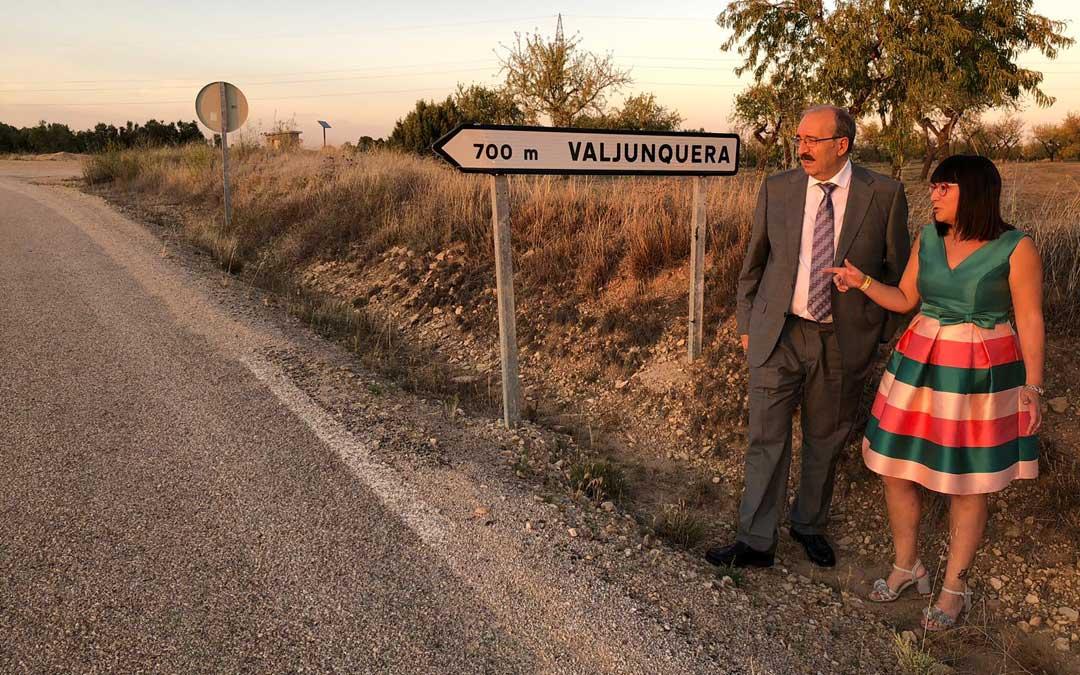 El presidente de la DPT Manuel Rando visitó ayer junto a la alcaldesa la carretera