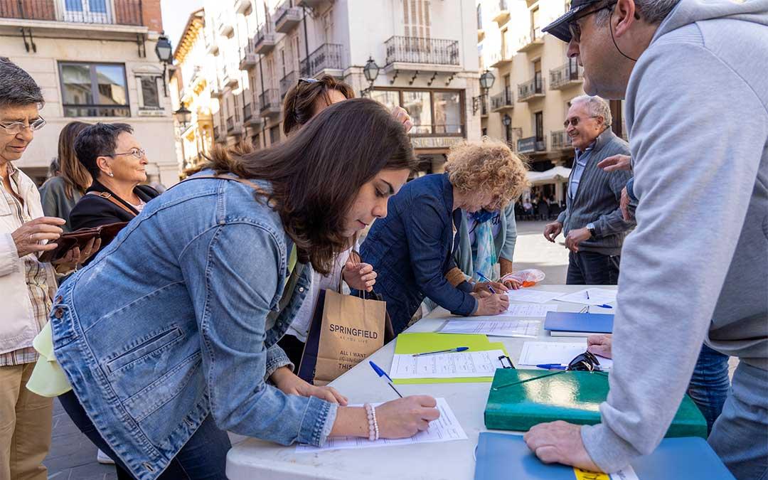 Vecinos de Teruel firman a favor de que Teruel Existe se presente a las elecciones | Antonio García/Bykofoto