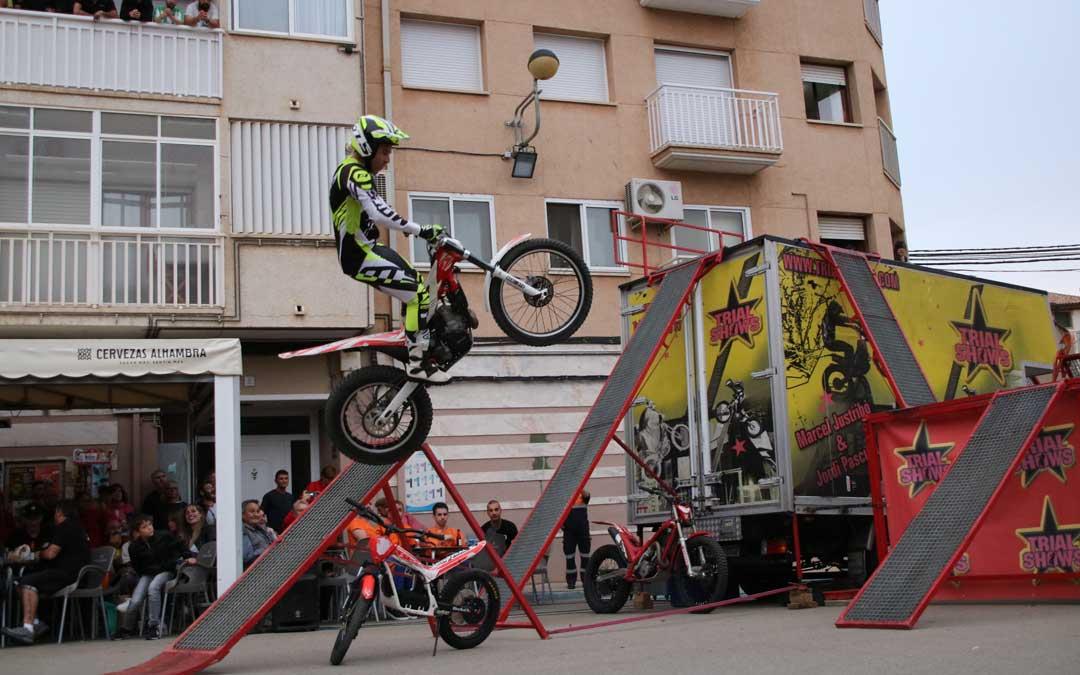 Marcel Justribó realizando un salto durante el espectáculo. // Esther Icart