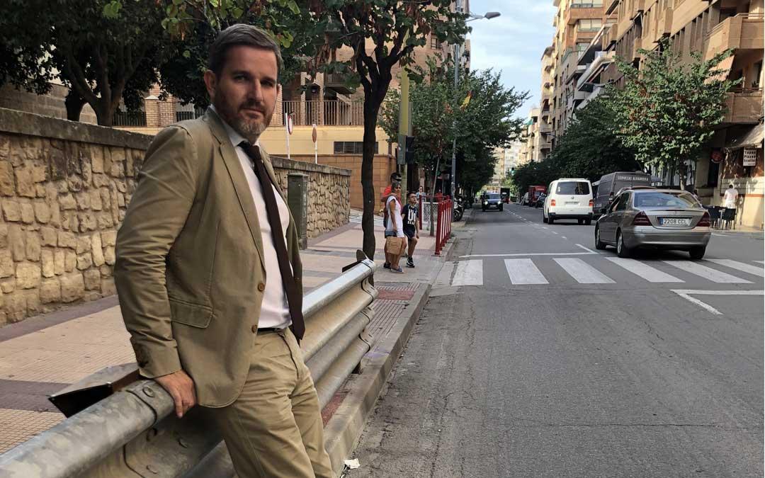 Urquizu, el martes, en la línea de meta, donde quieren crear un paseo de la fama con una baldosa por cada campeonato / L. Castel