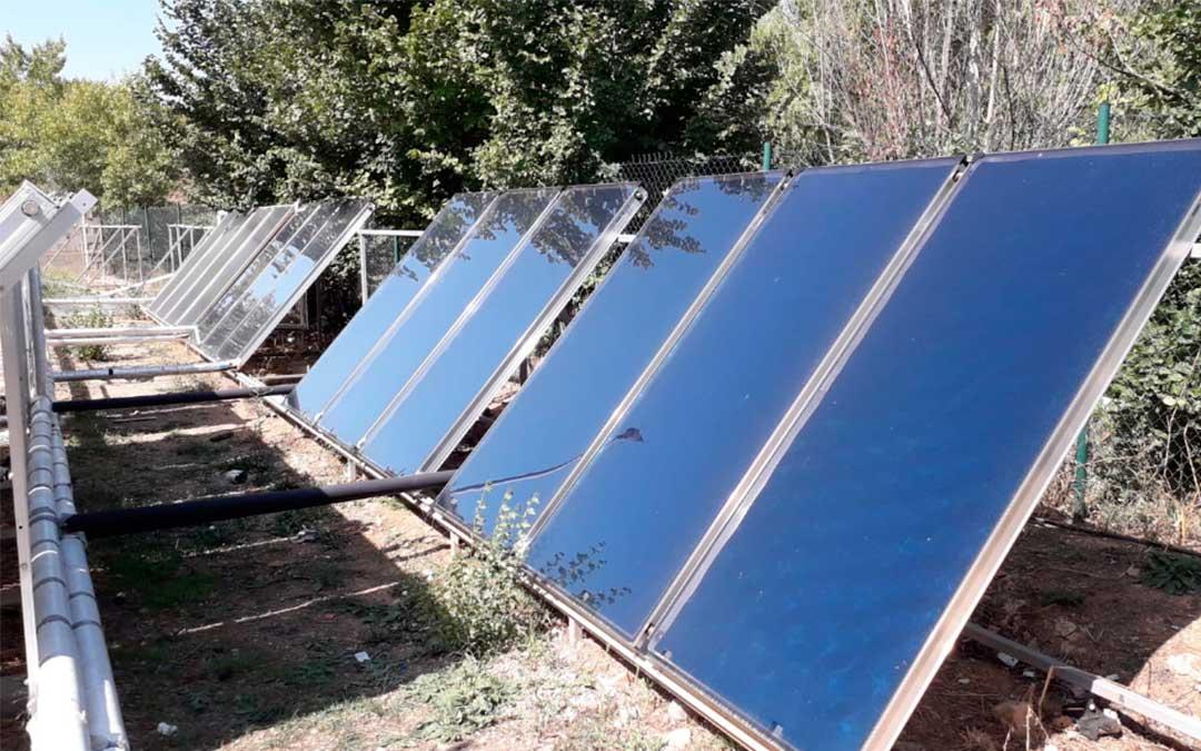 Placas solares de las piscinas climatizadas de Utrillas.