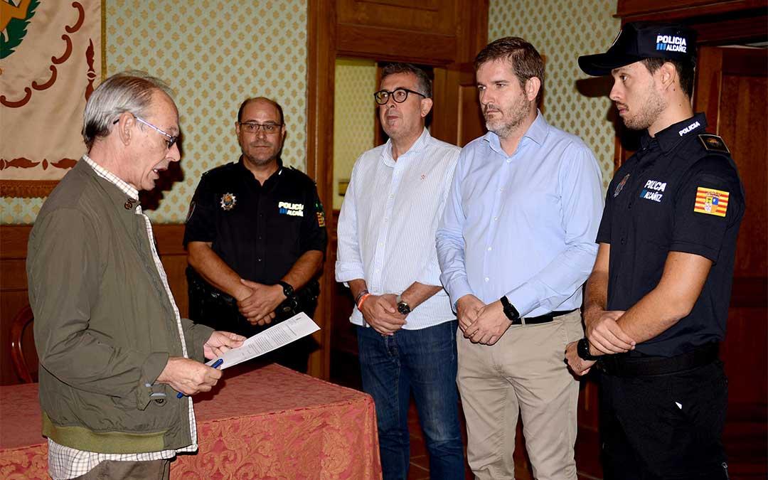 El nuevo agente prometió su cargo en el Salón de Cuadros del Ayuntamiento de Alcañiz./ Ayuntamiento de Alcañiz.