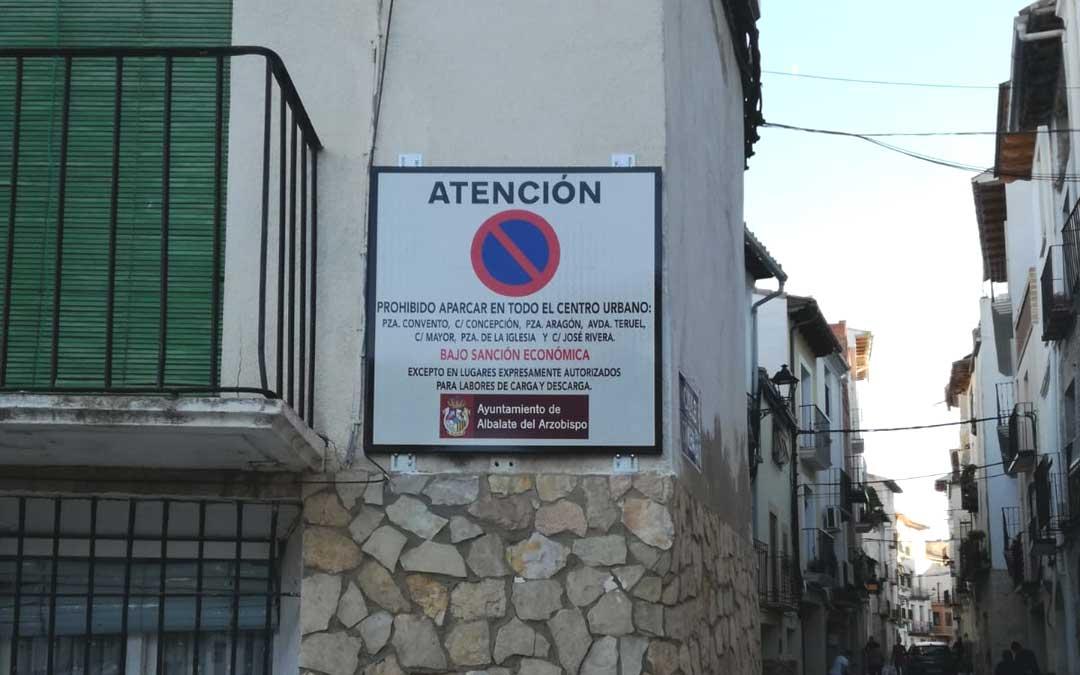 Una de las señales que se colocaron a final de la semana pasada en Albalate. / E. G.