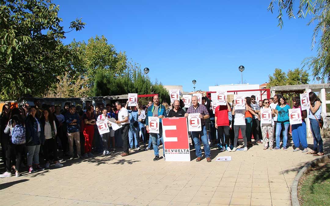 Teruel Existe Bajo Aragón y los alumnos del IES Bajo Aragón de Alcañiz han parado juntos por la España vaciada./ M. Celiméndiz