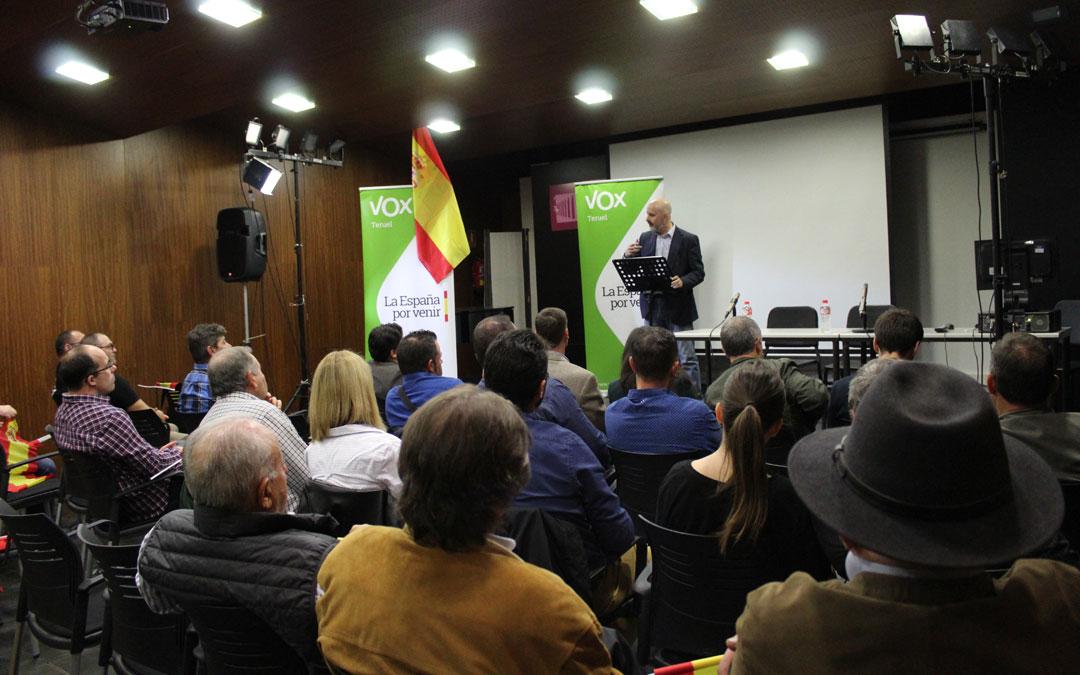 Hernández, candidato al Senado, en el Liceo de Alcañiz el sábado. / B. Severino