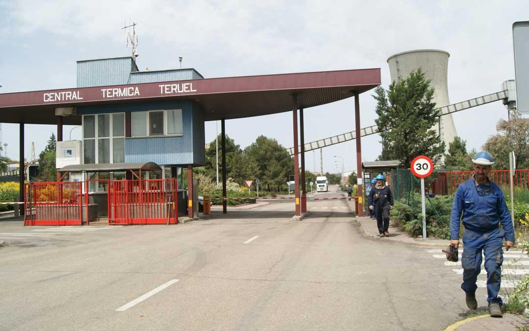 Imagen de archivo de uno de los cambios de turno en la Central Térmica de Andorra. / B. Severino