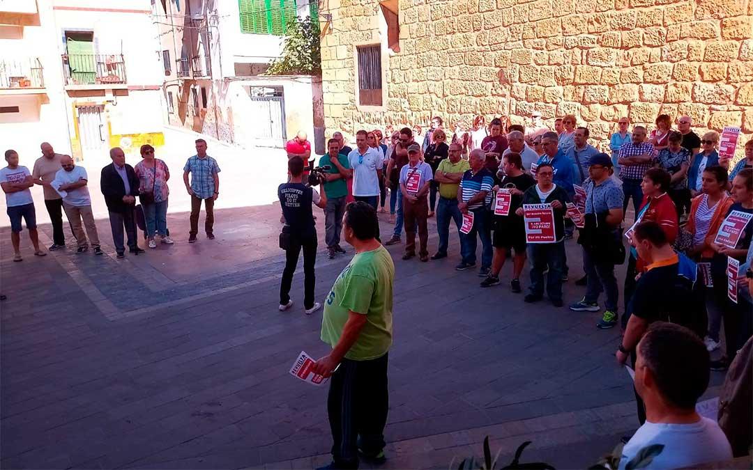 El Ayuntamiento de Andorra ha concentrado a los vecinos por la España vaciada.