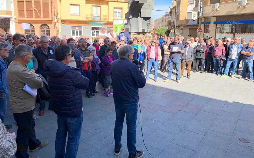 Los jubilados de Endesa se concentran en la plaza del Regallo de Andorra