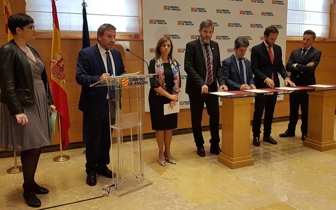 Firma del convenio con Zaragoza, Huesca, Alcañiz y Monzón