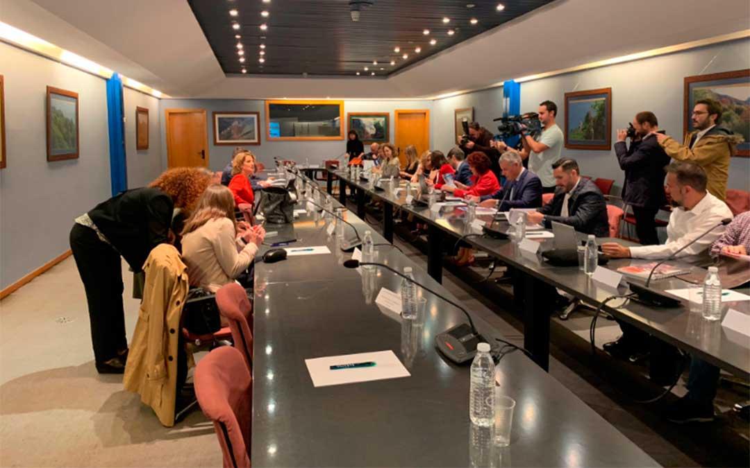 Teresa Ribera, ministra para la Transición Ecológica en funciones, ha participado en la constitución de la Mesa Regional de Descarbonización./ Twitter UGT Asturias