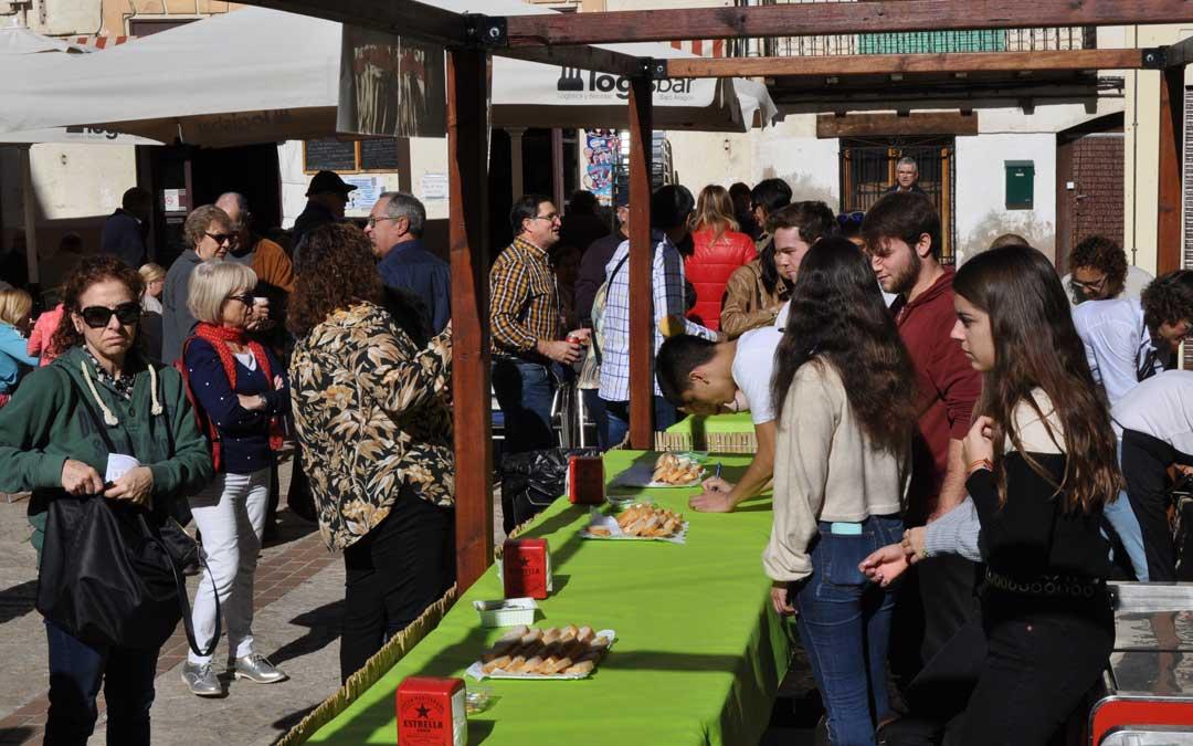 Cientos de personas participaron en la degustación del día dels Bolets.