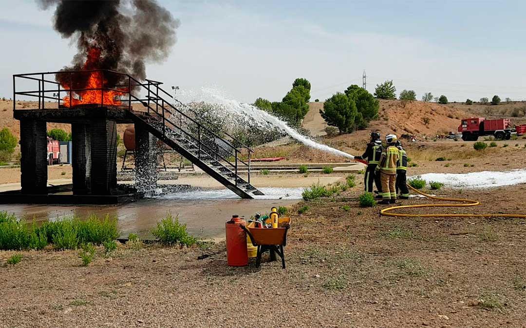 Taller de extinción de incendios con hidrocarburos./ DPZ