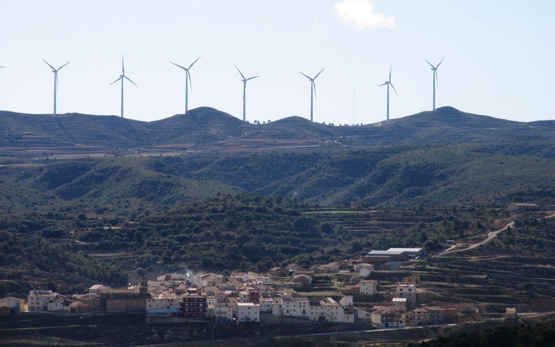 Bordón es una de las localidades que sufre la cercanía de los molinos en suelo castellonense sin percibir beneficio. / La COMARCA