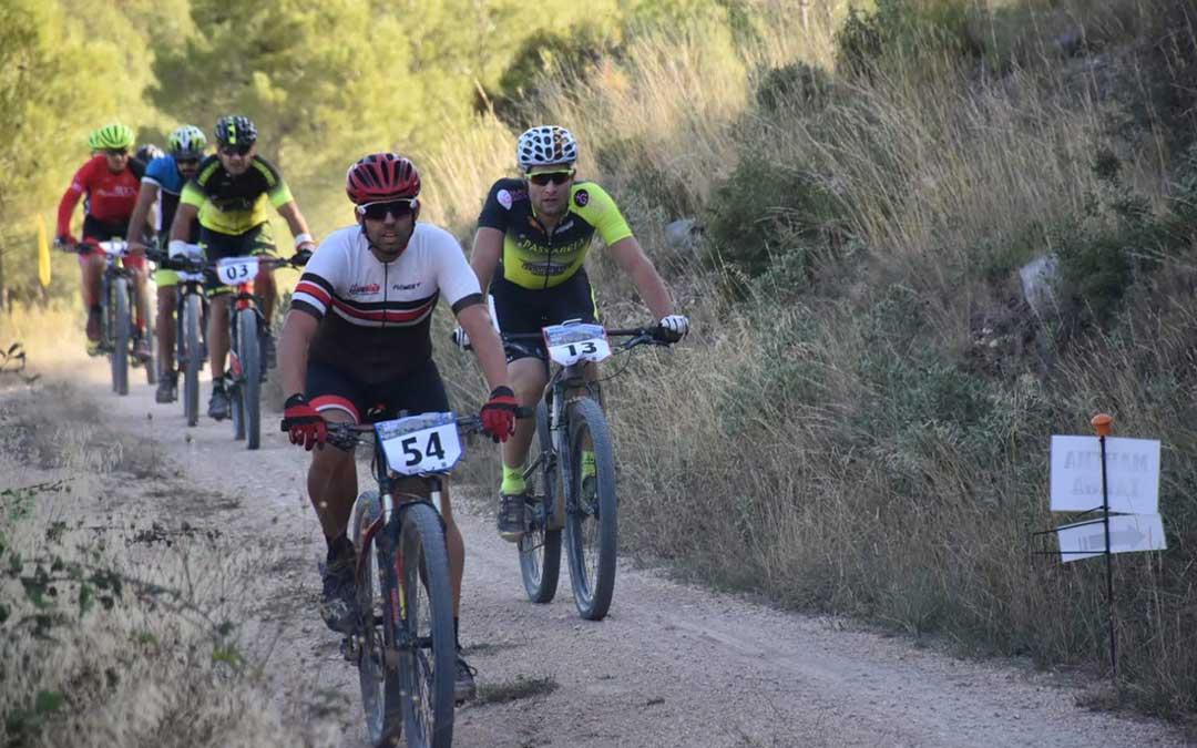 Varios deportistas este domingo durante la BTT Villa de Calanda./ Club Ciclista de Calanda