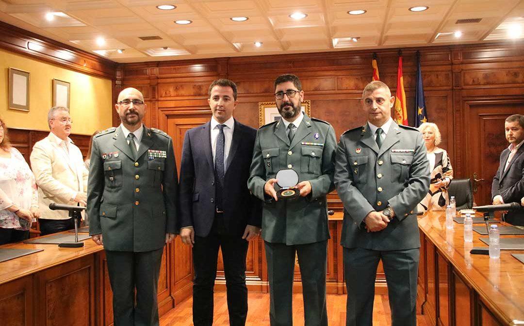 Calanda condecora a la Guardia Civil por su 175 aniversario