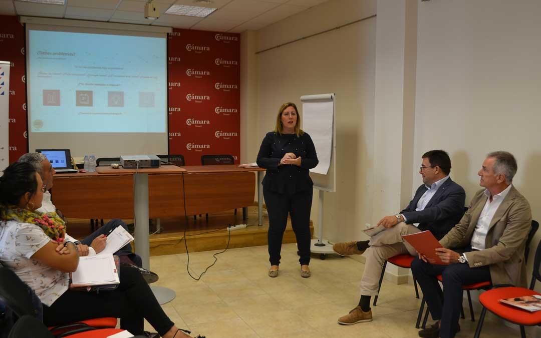 La sede de la Cámara de Teruel en Alcañiz ha albergado esta mañana una nueva cita de 'Los Cafés del Club'.