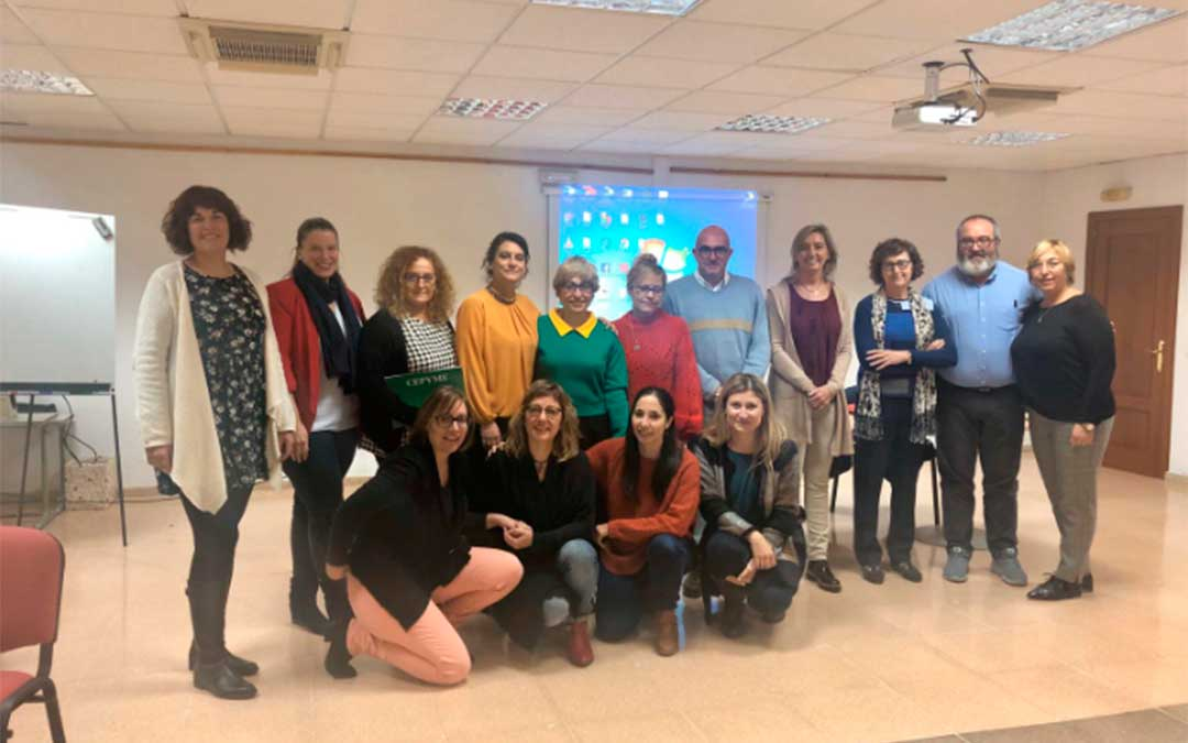 Representantes de las asociaciones empresariales turolenses se han reunido este martes con la directora general de Ferias, Comercio y Artesanía, Eva Fortea./ DGA