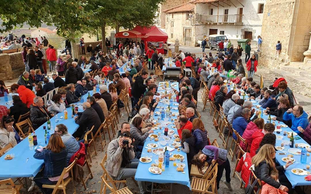 Comida popular por el II Festival contra la Despoblación en Allepuz