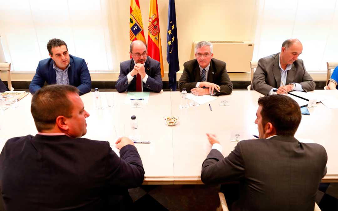 El Presidente de Aragón, Javier Lambán, y el consejero de Agricultura, Ganadería y Medio Ambiente, Joaquín Olona, se han reunido este viernes con UAGA, Araga, Asaja y UPA en el Edificio Pignatelli./ DGA