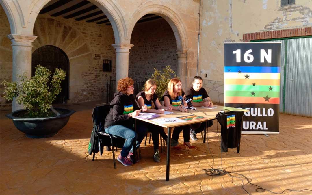 Acto de presentación del Día Universal del Orgullo Rural en Cuevas de Almudén./ Plataforma Rural Mineras