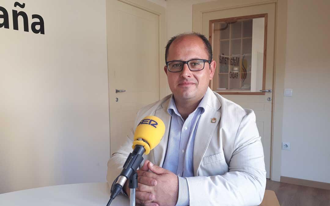 El vicepresidente de la DPT, Alberto Izquierdo en los estudios de Matarraña Radio