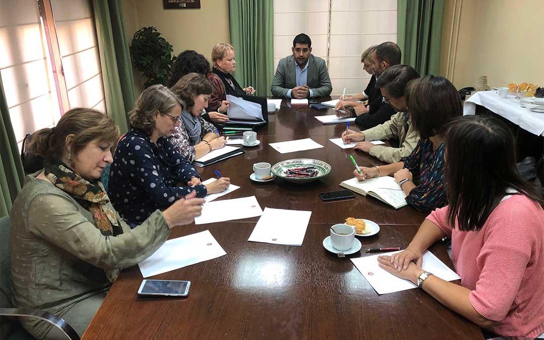 Diego Piñeiro en la reunión con los técnicos de las 10 comarcas turolenses./ DPT