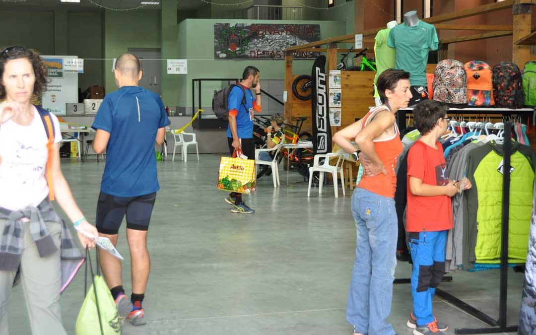 El pabellón acogerá distintos stands relacionados con la práctica de deportes de montaña.