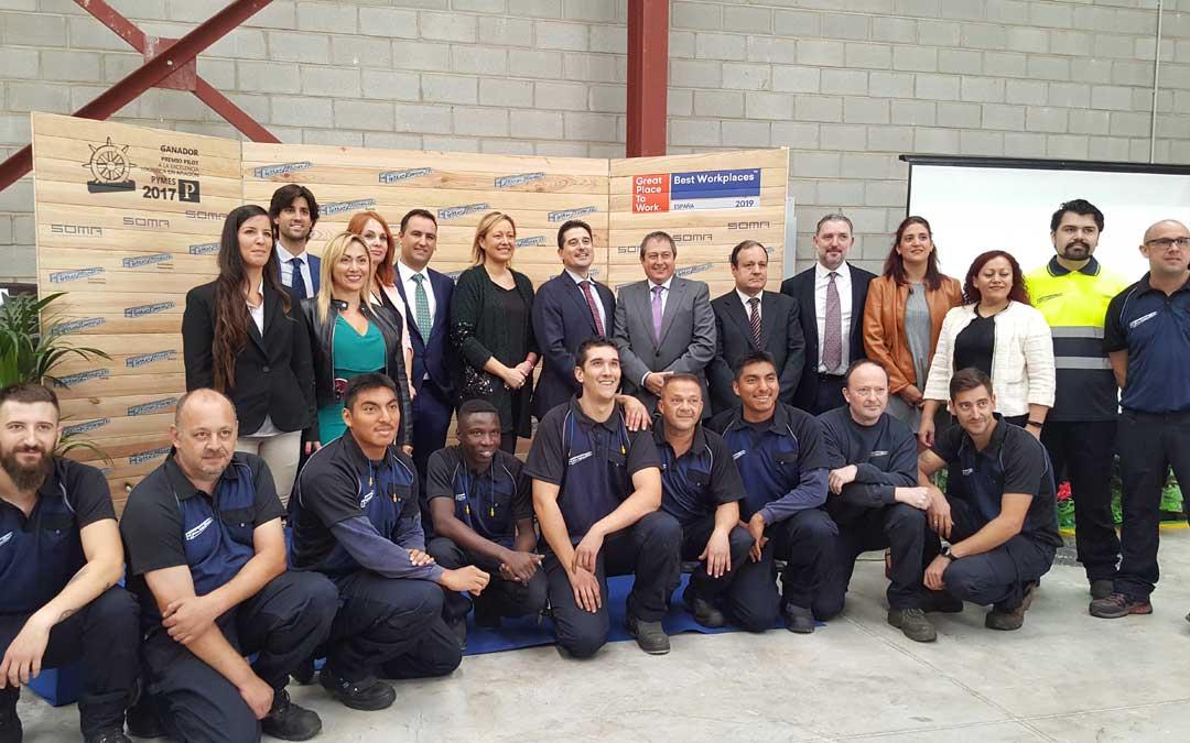 Foto de familia de la inauguración de la nueva planta de Hierros Alfonso en Zaragoza / DGA