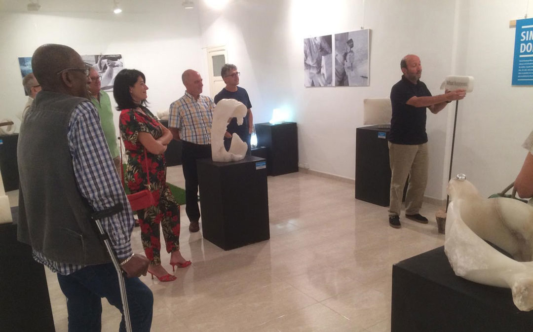 Híjar exhibe los 'Retajos' en alabastro de Domingo