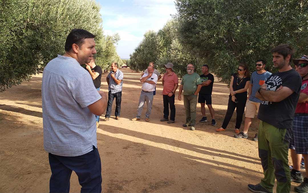Los participantes de las Jornadas durante una de las visitas a las fincas./ J. Lorenzo