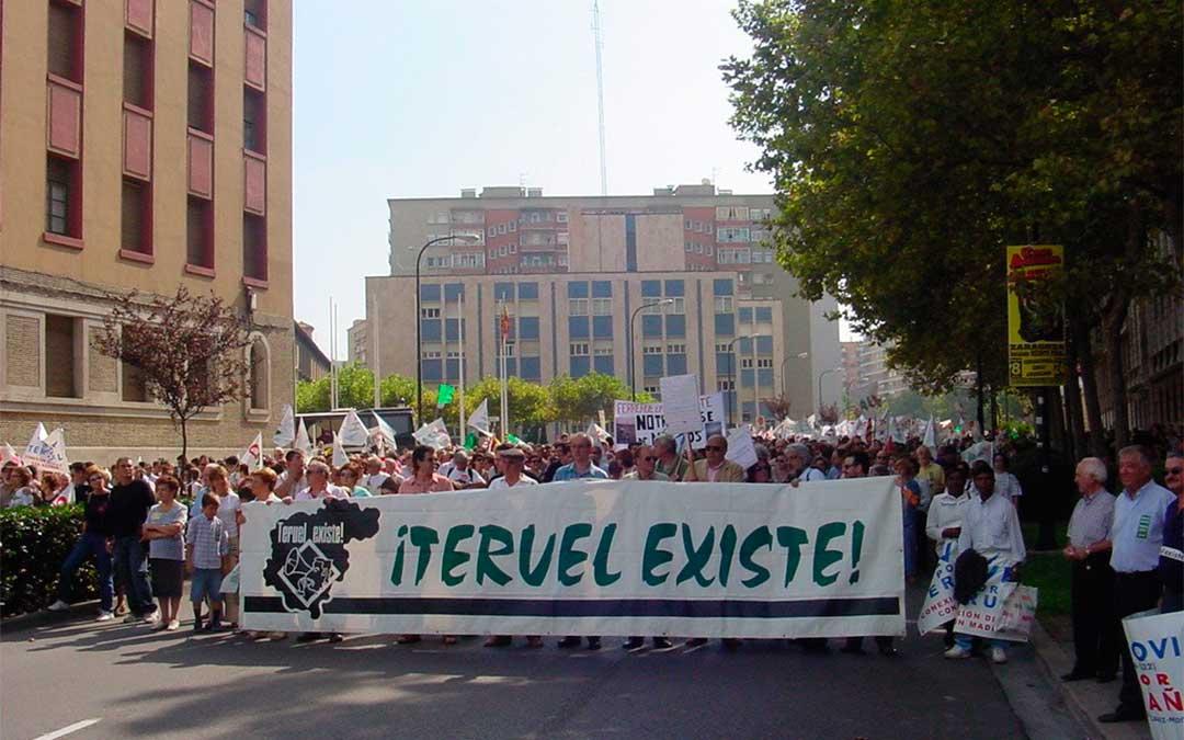 50.000 personas en la manifestación en Zaragoza en el año 2004./ Teruel Existe