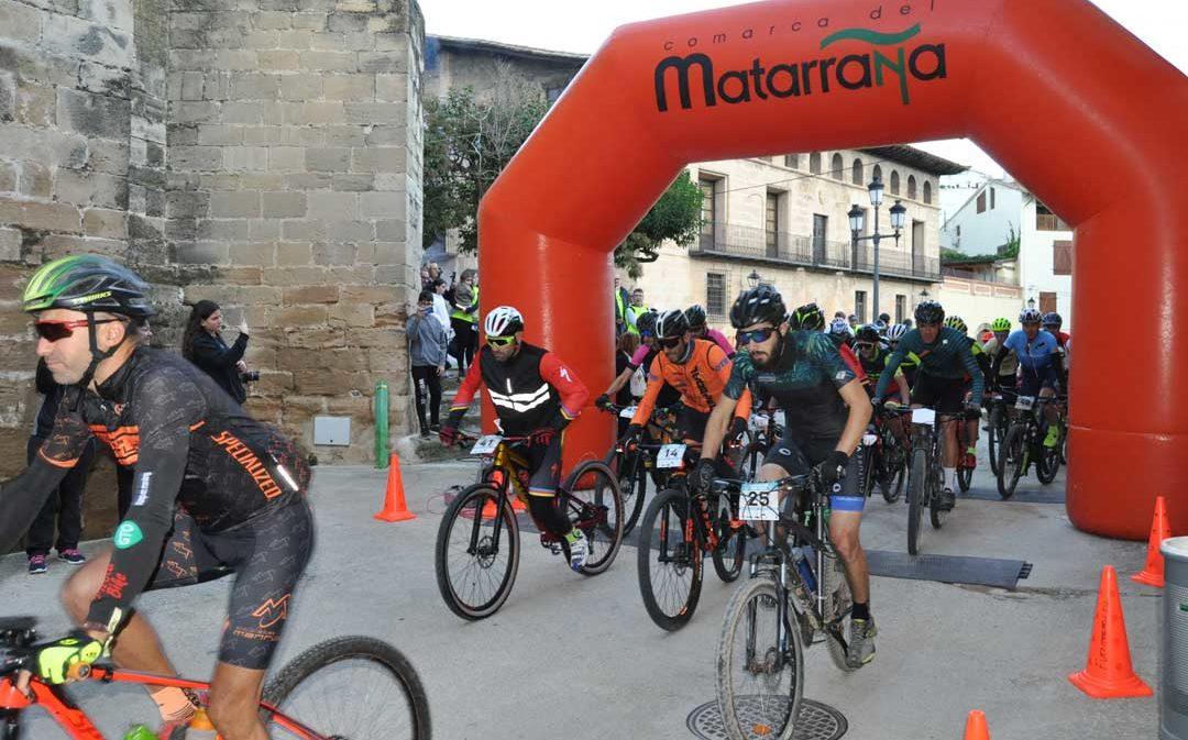 Más de un centenar de ciclistas participan en la Matarraña Bike Race