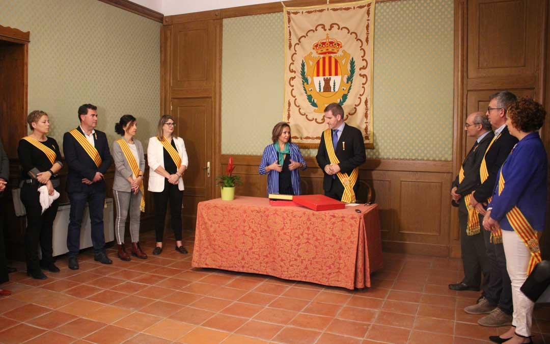 La consejera Mayte Pérez con la corporación municipal