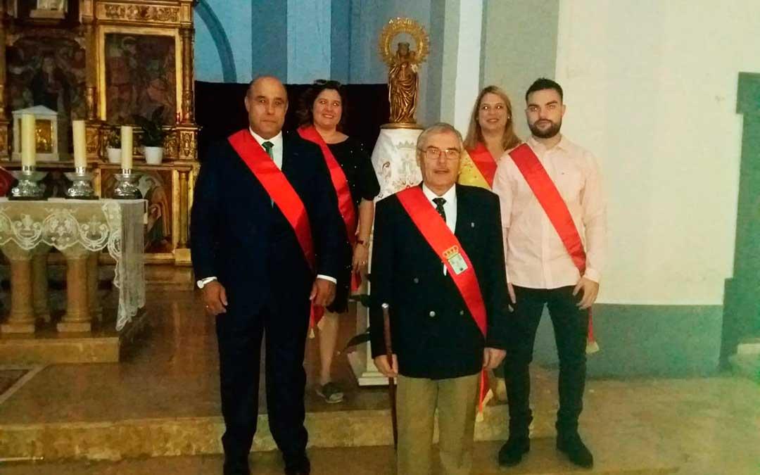Representantes municipales maellanos esta mañana en los festejos de la Virgen del Pilar.