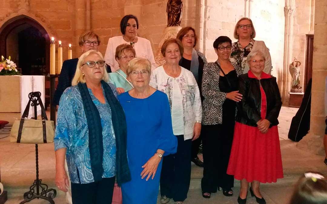 Algunas de las integrantes del coro parroquial de Valderrobres, durante la misa.