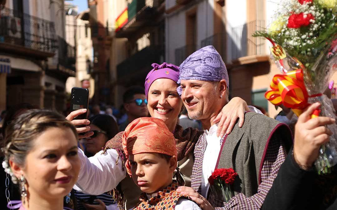 El territorio se enfunda el traje regional para honrar a la Virgen del Pilar