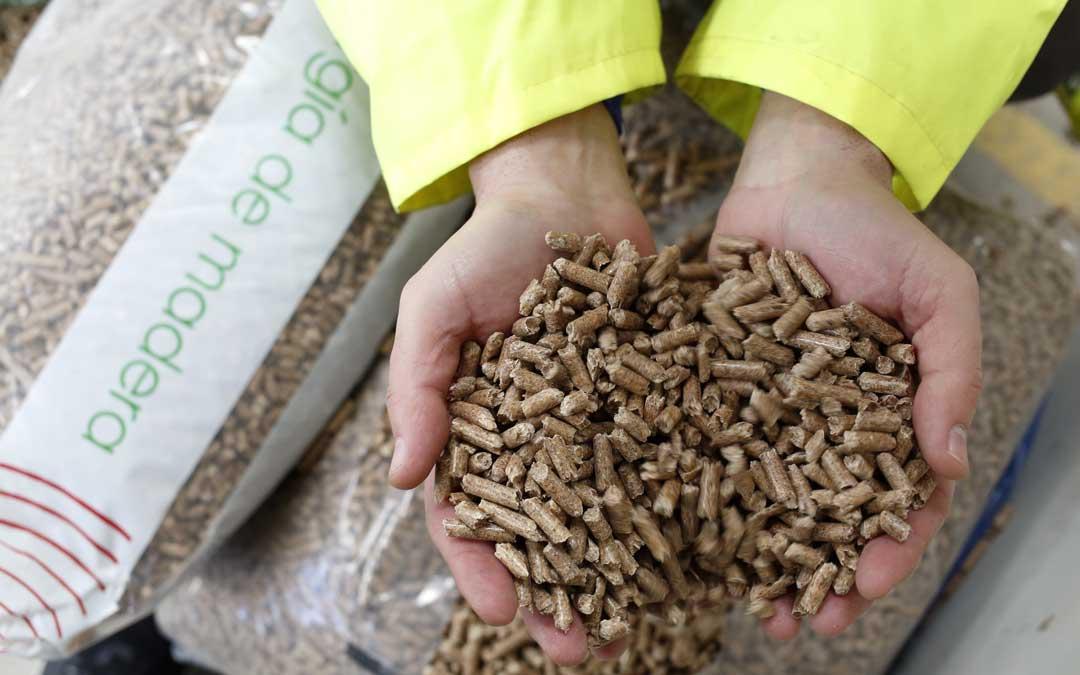 Pellets de la planta Arapellet, de Erla; muy similar a la que habrá en Andorra / Forestalia
