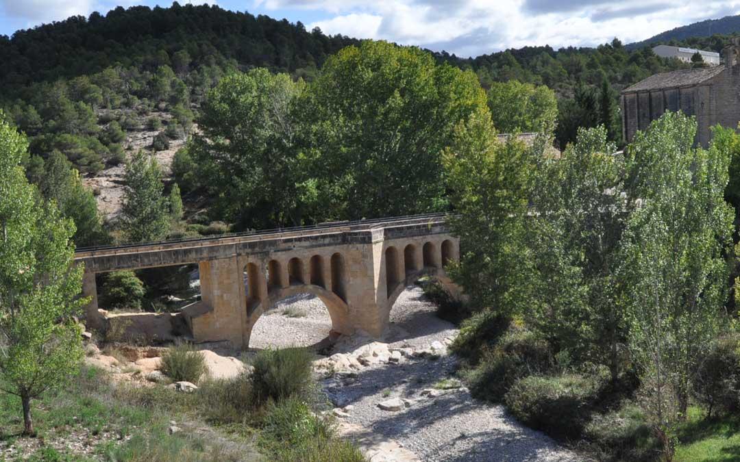 En la imagen puede apreciarse en la parte izquierda del puente cómo quedó tras su reconstrucción.