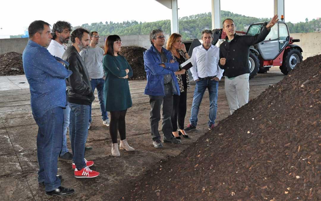 La consejera recorrió las instalaciones de planta de compostaje de Peñarroya de Tastavins ayer por la tarde