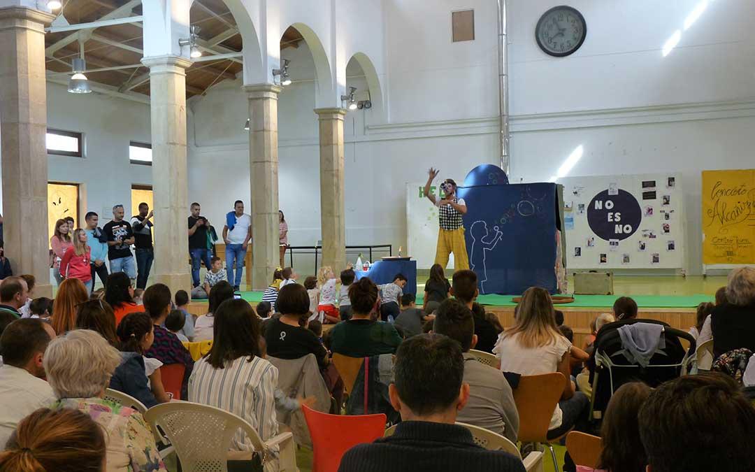 Imagen de archivo. Primera actividad del Peque Club tras la inauguración de este servicio en el Centro Joven de Alcañiz./ Alicia Martín