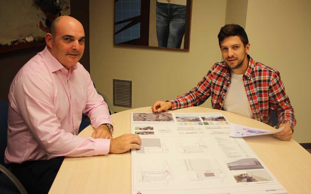 Los ediles Juan Carlos Gracia Suso y Nacho Carbó en una rueda de prensa hace unos meses / L. Castel