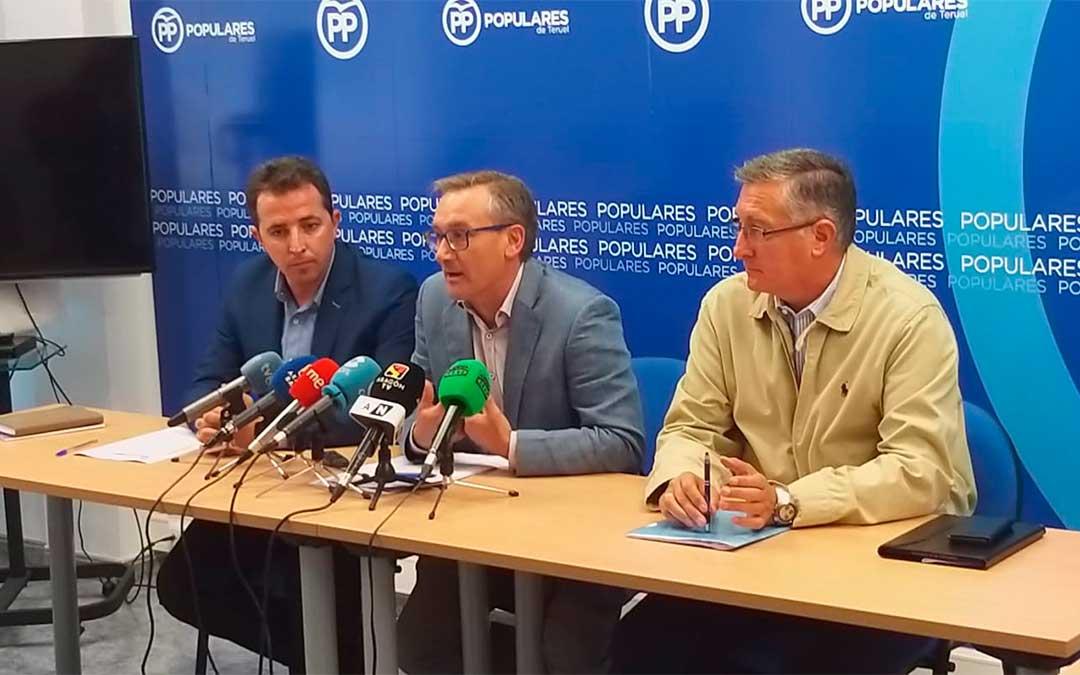 Alberto Herrero, Joaquín Juste y Manuel Blasco, este miércoles, en rueda de prensa / PP