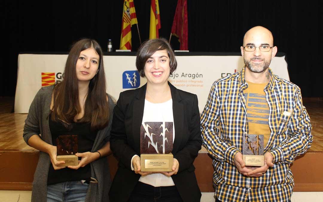Los tres finalistas del IV Concurso Antonio Diestre. En el centro, Silvia Palacios, la ganadora./ Juan Francisco Zamora