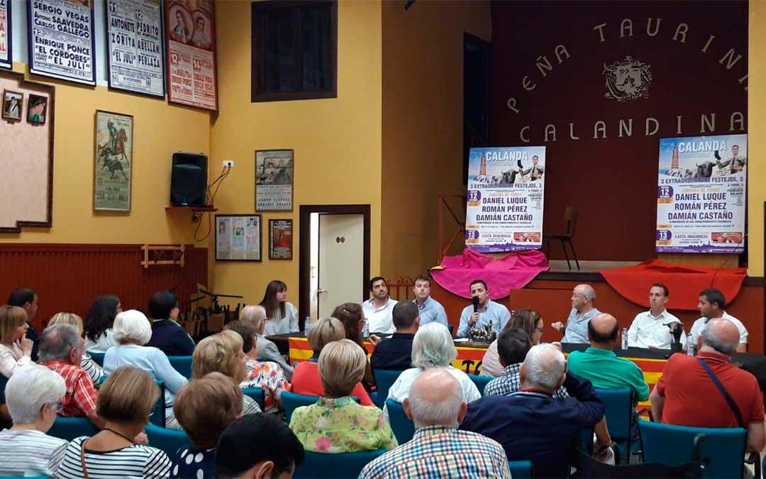 La presentación de la corrida de toros y de los otros dos festejos tuvo lugar en la sede de la Peña Taurina de Calanda./ L.C.