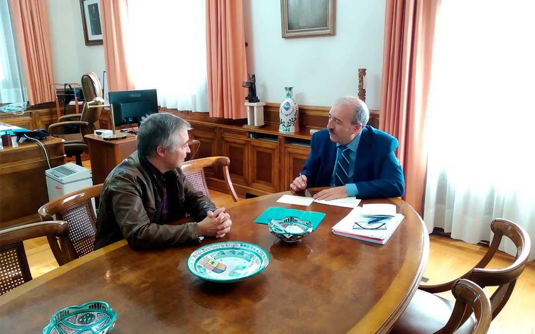 Reunión del Presidente de la Diputación de Teruel, Manuel Rando, con el director de la Fundación Antonio Gargallo, Alfonso Blesa.