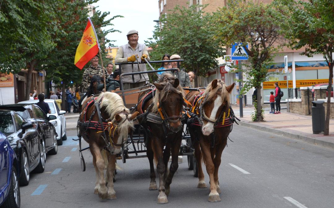 Varios carruajes desfilaron por Alcañiz