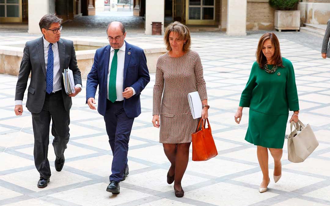 La ministra Teresa Ribera llega a la reunión con el Gobierno de Aragón./ Twitter DGA