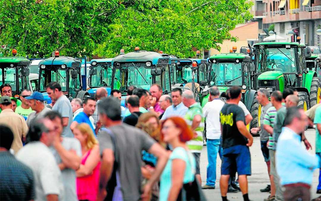 Movilización de fruticultores aragoneses y catalanes en Fraga en 2017, también en protesta por los bajos precios en origen./ Javier Broto