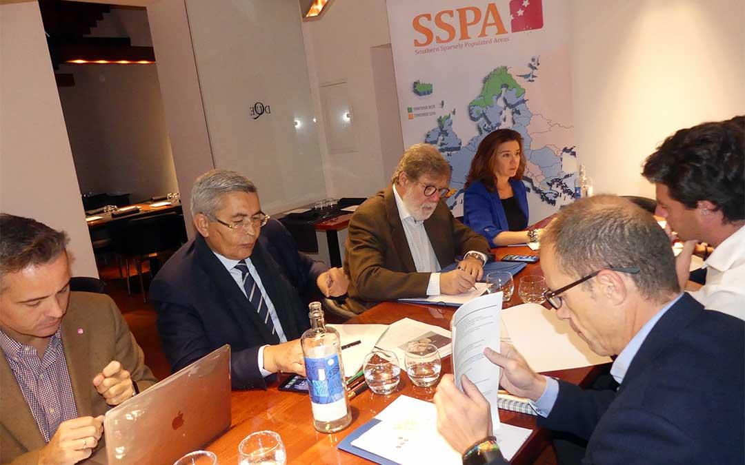 Reunión mantenida por los empresarios y la red SSPA en Soria./ CEOE TERUEL